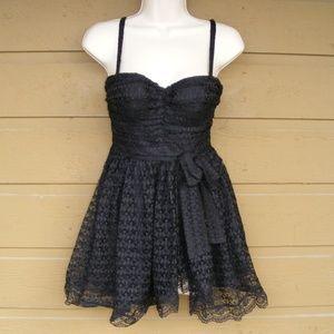 MODA INT'L Top, 0, Black lace, sweetheart neck